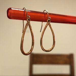 Jewelry - Gold hoop shape earring